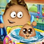 Bebé Pou en el Baño